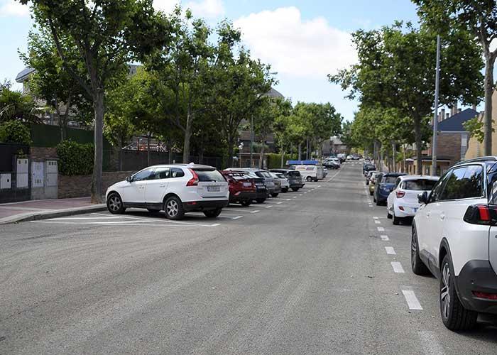 La calle Blas Cabrera suma 27 plazas más de aparcamiento al colocar una parte en batería