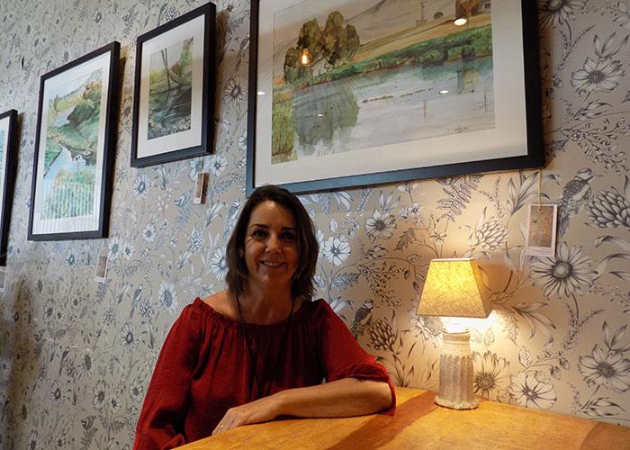 Cristina Galán atrapa la variedad cromática de humedales, ríos y mares en su nueva exposición de acuarelas 'Va de agua', hasta el 30 de junio en La Pajarería