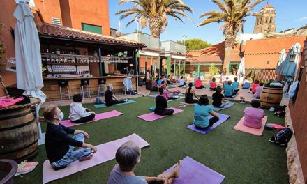 El cierre del taller de yoga de la Universidad Popular de Almodóvar del Campo coincidió con su Día Internacional