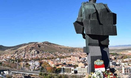 La nueva iluminación artística pondrá en valor el conjunto escultórico del Monumento al Minero