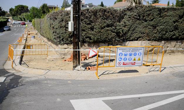 Obras de renovación del acerado en Monte Almenara y Monte Puig Campana