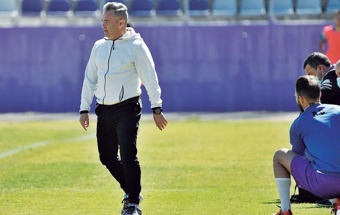Juan Arsenal continuará como entrenador del Real Jaén
