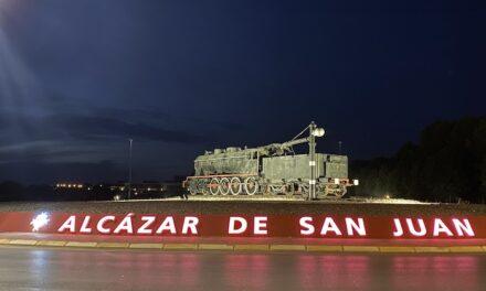 Letras luminosas con la inscripción de Alcázar de San Juan dan la bienvenida a la ciudad