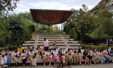 Puertolactea celebra la Semana Mundial de la Lactancia Materna con una ´tetada vespertina´ en el Paseo de san Gregorio
