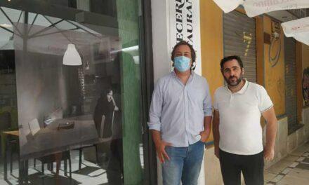 El Ayuntamiento de Jaén inaugura la exposición de fotografías de Óscar Fernández, denominada «Siluetas»