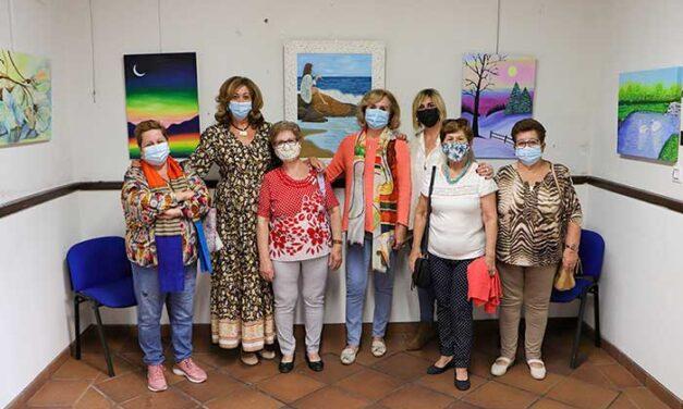 Mujeres de los colectivos de Amas de Casa y de Pintores Aficionados protagonizan dos interesantes exposiciones